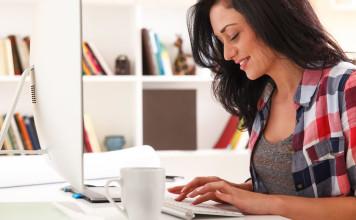 Quer saber como ganhar dinheiro com um blog de moda? Neste artigo reunimos todas as dicas para quem deseja saber quais as opções para se ganhar dinheiro criando um blog de moda, um negócio que vem crescendo bastante e já é fonte de renda para muitas mulheres.