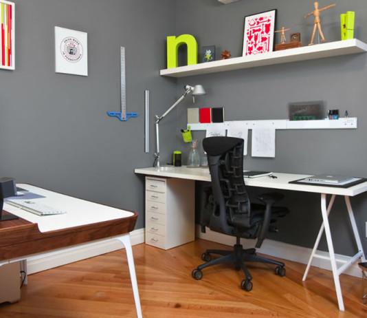 Veja nesta matéria como montar um home office que seja ao mesmo tempo prático e funcional. Planejar seu escritório em casa é necessário para que o trabalho flua bem. Veja como aqui.