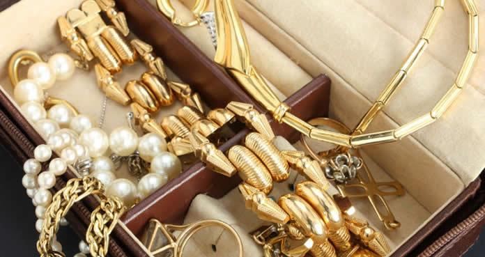 Conheça algumas alternativas para quem quer saber como ganhar dinheiro vendendo bijuterias na Internet